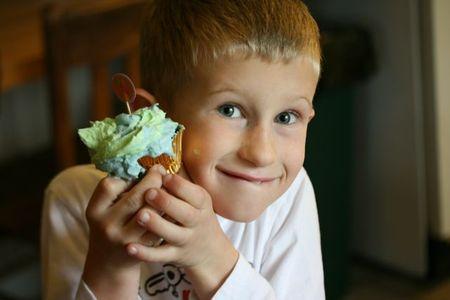Easter2010-nephew cupcake