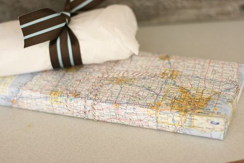 Baby shower map gift wrapping