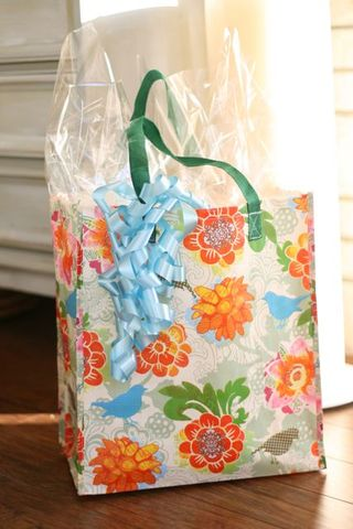 Baby shower shopping bag for gift bag