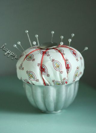 Pincushion happy:red-1