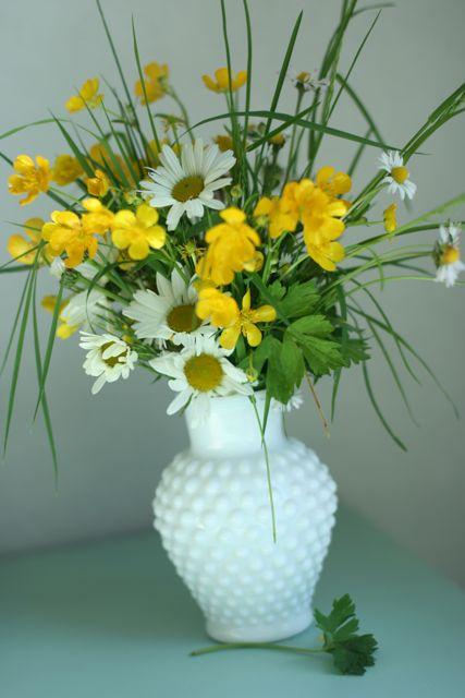 Daisy day vase