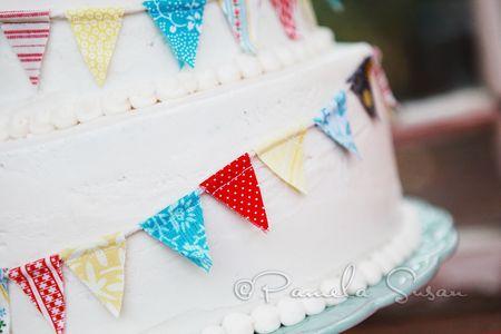 Holly-bunting-cake-closeup-56
