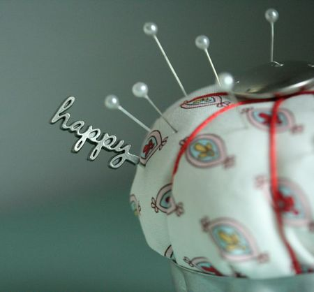 Pincushion happy:red-2