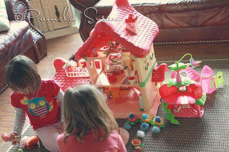 Vintage-strawberry-shortcake-dollhouse-1