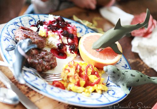 Aquatic-animals-eating-breakfast