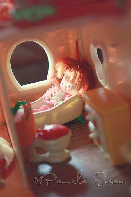 Strawberry-shortcake-dollhouse-bath