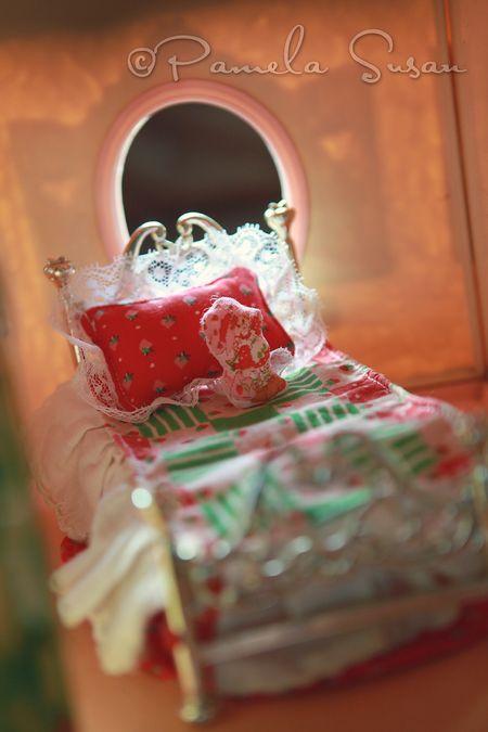 Strawberry-shortcake-dollhouse-bed
