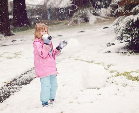 Miss-A-eating-snow
