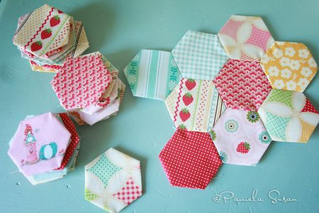 Hexagon-doll-quilt
