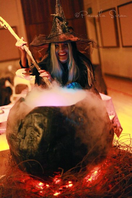 Witch-cauldron-1