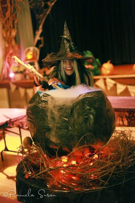 Witch-cauldron-3