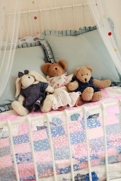 J-room-vintage-quilt-ikea-white-metal bed
