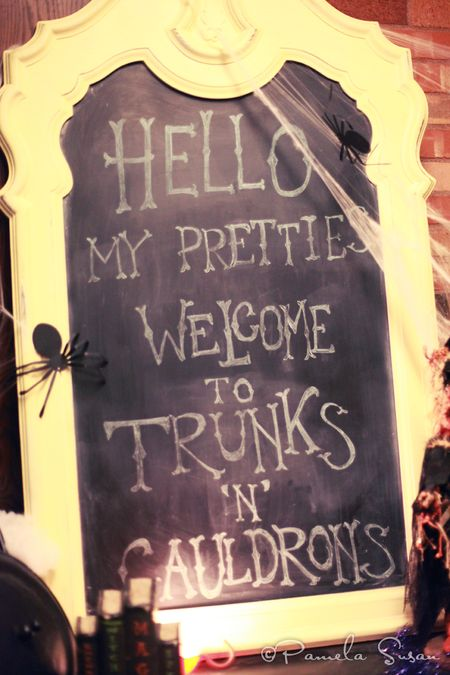 Witch-cauldron-trunk-or-treat-chalkboard