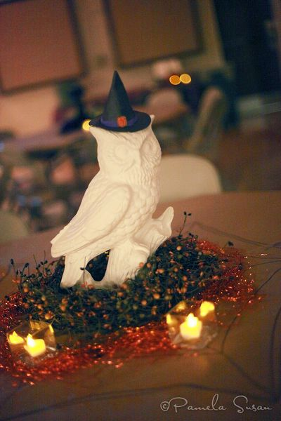 Witch-cauldron-owl-trunk-or-treat