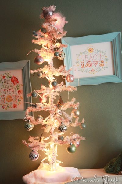 Christmas-bedroom-vintage-pink-tree-katie-daisy-3