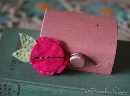 Felt-pink-flower-hairpin-3