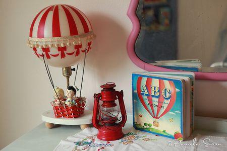J-room-hot-air-balloon-lamp-decor-children-red-book-vintage