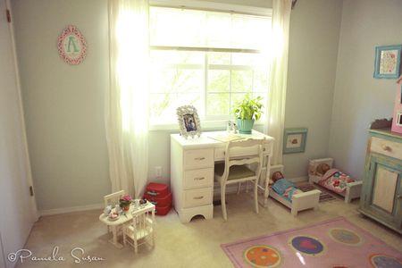Girls-bedroom-vintage-pin-blue-desk-6