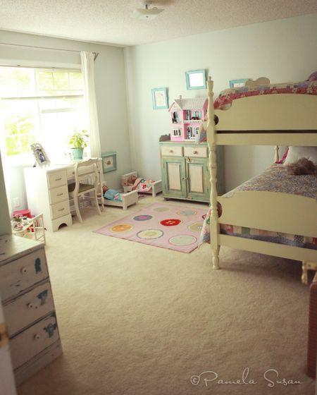 Girls-vintage-bedroom