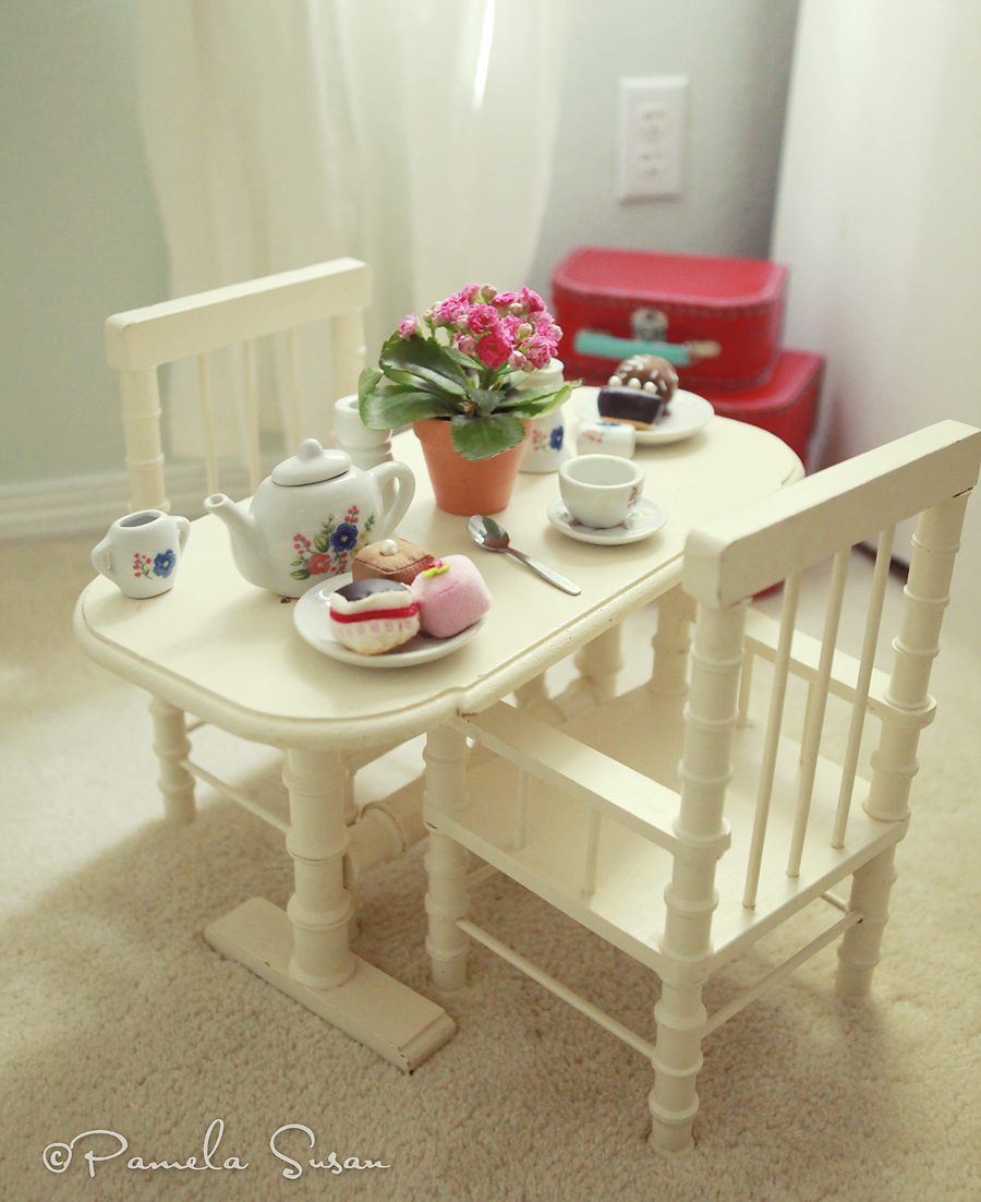 Girls-bedroom-american-girl-tea-party-table-chairs- & Pamela Susan~: A tour of the girlsu0027 bedroom--vintage style!