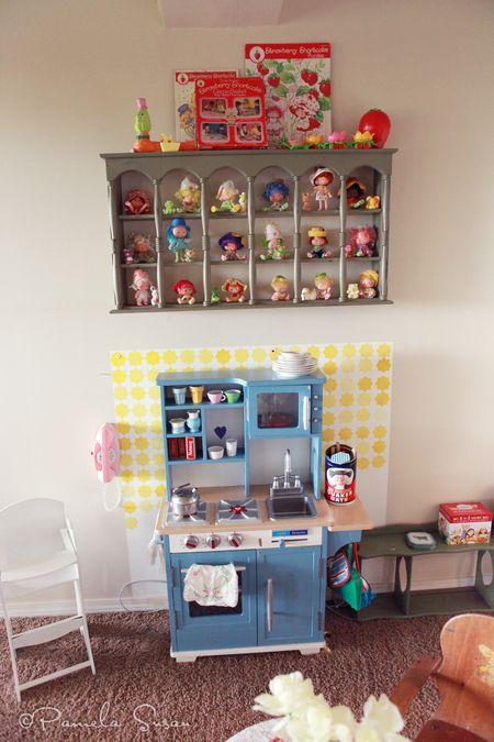 Playroom-vintage-strawberry-shortcake-dolls-kitchen-play-12