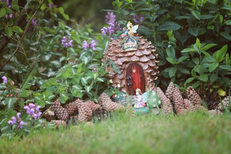Backyard-pinecone-fairy-house-16