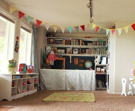 Playroom-bookshelf-toyshelf-vintage-funk-14