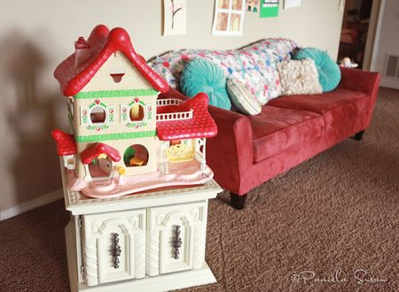 Playroom-vintage-strawberry-dollhouse-11
