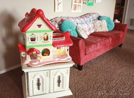 Playroom-vintage-strawberry-dollhouse-11